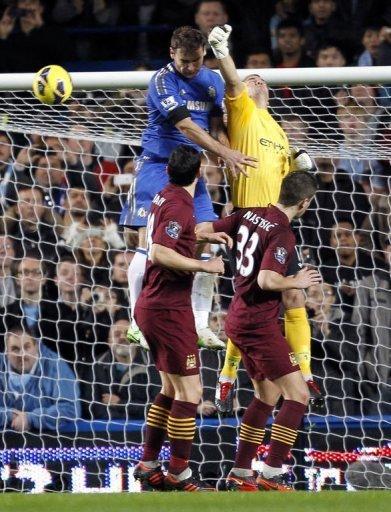 Chelsea's Branislav Ivanovic (top L) tries to score past Manchester City's goalkeeper Joe Hart (top R)