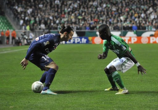 Paris Saint-Germain's Zlatan Ibrahimovic (L) vies with Saint-Etienne's Max Alain Gradel