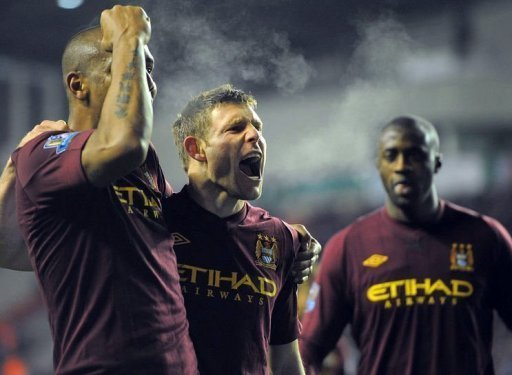 Manchester City's James Milner (2nd L) celebrates with Maicon (L) and Yaya Toure (R)