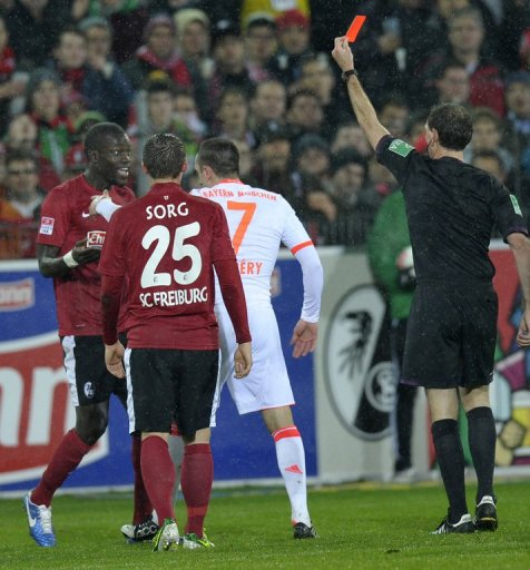 Hosts Freiburg were reduced to 10 men when Senegal defender Fallou Diagne was shown a straight red
