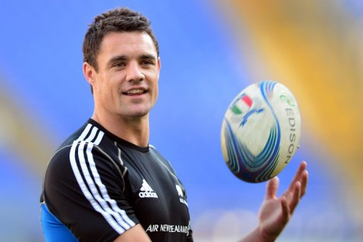 All Blacks veteran Dan Carter has been named in the starting line-up for the clash at Twickenham