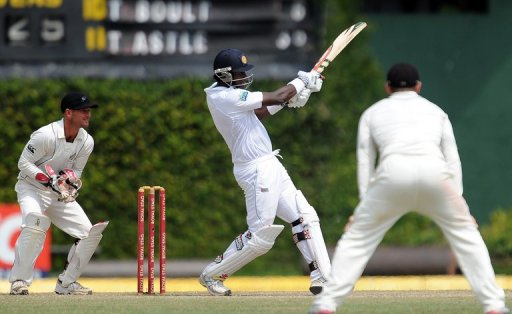 All-rounder Angelo Mathews was 27 not out but Sri Lanka face a major fight to save the match