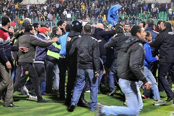 Egyptian football fans rush to the pit d