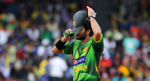 Pakistan cricketer Shahid Afridi adjusts