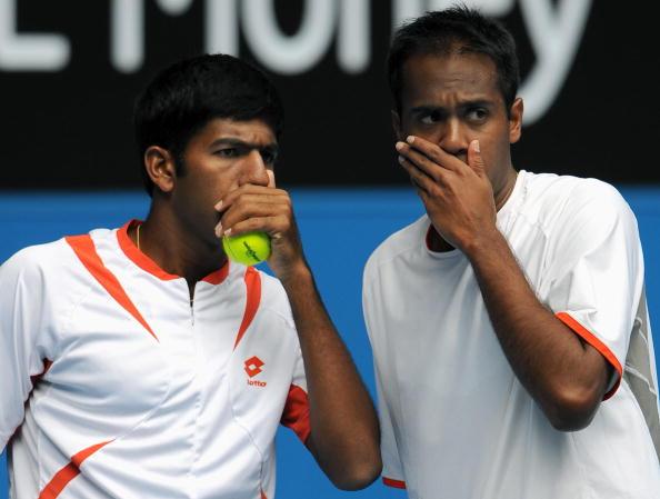 Indian tennis player Rohan Bopanna (L) s