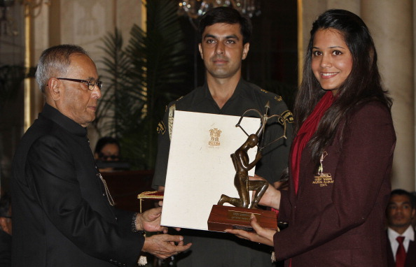Indian President Pranab Mukherjee presenting the Arjun Award to Dipika Pallikal this year.