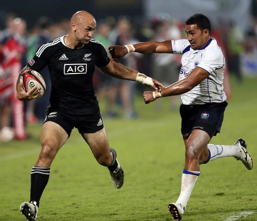 New Zealand's Dj J Forbes (L) fights for the ball with Samoa's Reupena Levasa
