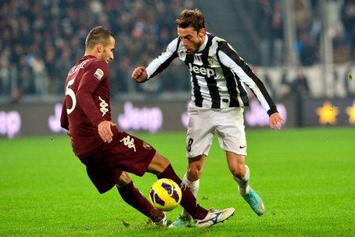 Juventus' midfielder Claudio Marchisio (R) clashes with Torino's defender Valerio Di Cesare