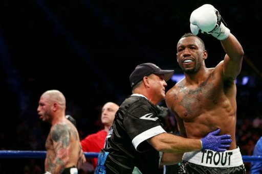 Austin Trout (R) finished strongly to hand Miguel Cotto a first defeat at Madison Square Garden
