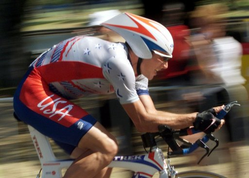 American Lance Armstrong races to win the bronze medal in the men's individual time trial