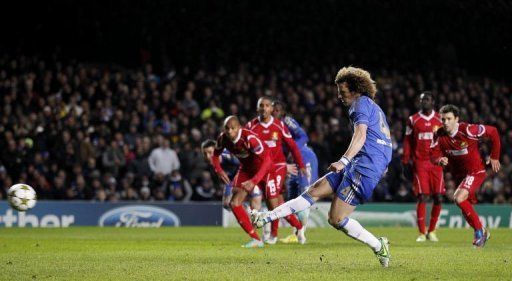 Chelsea's defender David Luiz scores his penalty