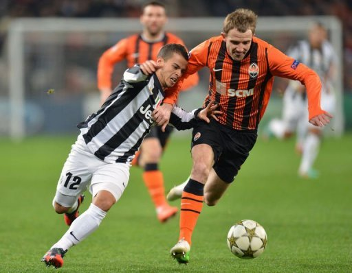 Donetsk's Olexandr Kucher (R) fights for the ball with Juventus' Sebastian Giovinco