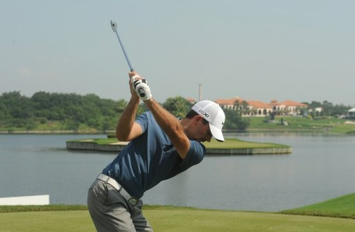 The 2011 Masters champion hit seven birdies in steamy conditions at the Amata Spring course