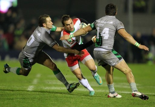 Biarritz's Marcelo Bosch (C) fights for the ball with Connacht's Dan Parks (L) and Tiernan O'Halloran