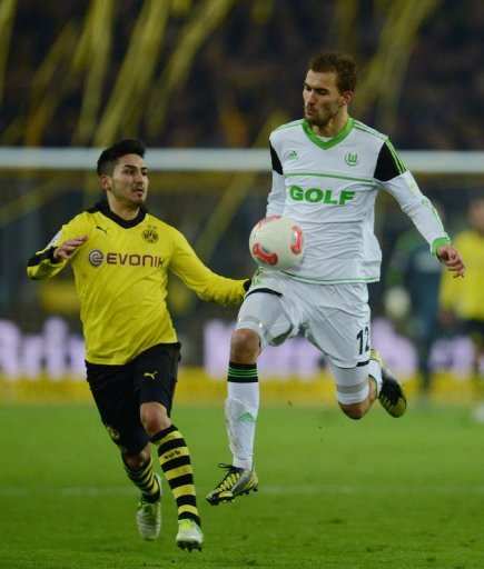 Wolfsburg's striker Bas Dost (R) and Dortmund's midfielder Ilkay Guendogan fight for the ball