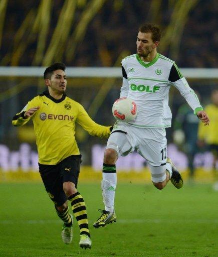 Wolfsburg's striker Bas Dost (R) and Dortmund's midfielder Ilkay Guendogan fight for the ball