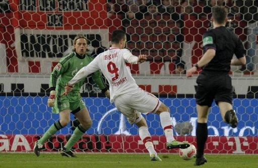 Stuttgart's forward Vedad Ibisevic (C) scores his third goal past Schalke's goalkeeper Timo Hildebrand (L)