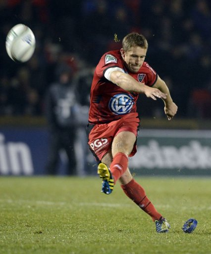 Toulon's English fly-half Jonny Wilkinson kicks for goal