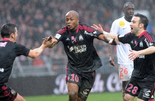 Marseille's Andre Ayew (C) is congratulated by teammates after scoring against Brest, on December 2