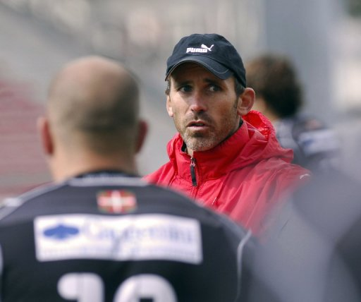 Biarritz' rugby club coach Jack Isaac is pictured during a training session in Biarritz in 2010