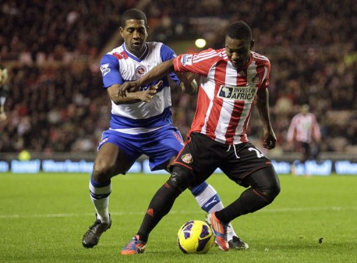 Sunderland's Beninese midfielder Stephane Sessegnon (R) vies with Reading's Mikele Leigertwood (L)