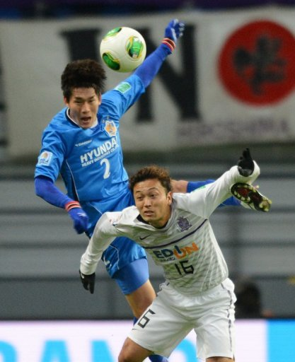Satoru Yamagishi (below) and Lee Yong (top) both scored during Hiroshima's match against Ulsan Hyundai today