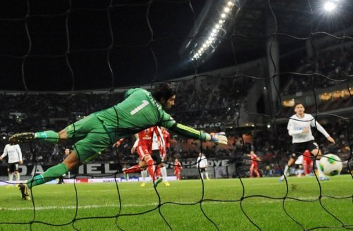 El Ahly's Sherif Akramy concedes a goal against Corinthians in Toyota on December 12, 2012