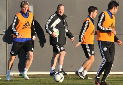 Rafael Benitez (centre) watches a Chelsea training session in Yokohama on December 11, 2012