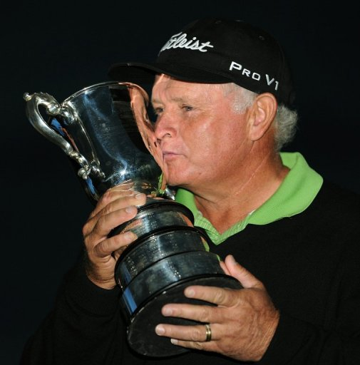 Peter Senior kisses the trophy after winning the Australian Open at The Lakes course in Sydney on December 9