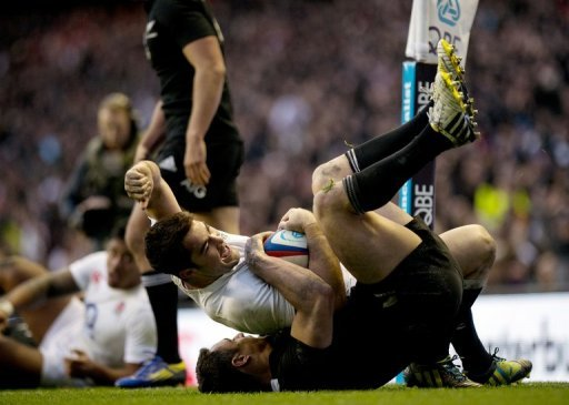 England's Brad Barritt (C) celebrates scoring a try against New Zealand, at Twickenham Stadium, on December 1, 2012