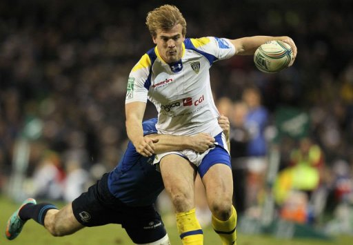 Clermont's Aurelien Rougerie (R) is tackled by Leinster's Eoin Reddan in Dublin, Ireland on December 15, 2012