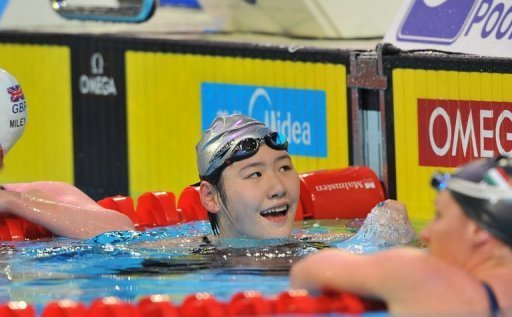 Ye Shiwen (C) of China celebrates her gold medal in the womens 200m individual medley final on December 15, 2012