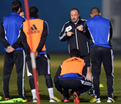 Interim Chelsea boss Rafael Benitez (2nd R) during a training session in Tokyo on December 15, 2012