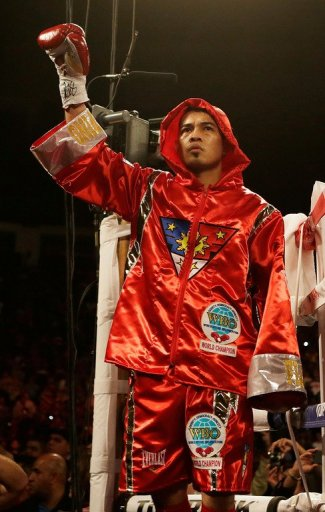Nonito Donaire waves to the crowd before his WBO super bantamweight title bout vs Jorge Arce, on December 15, 2012