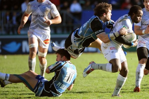 Castres winger Marcel Garvey (R) collapses with Glasgow players