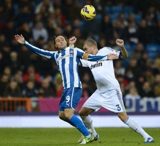 Real Madrid's Portuguese defender Pepe (R) vies with Espanyol's forward Sergio Garcia