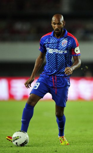 Nicolas Anelka dribbles the ball against Guangzhou Evergrande in a Chinese Super League match on July 28, 2012