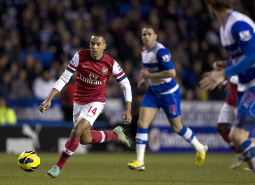 Arsenal's English midfielder Theo Walcott (L) runs with the ball