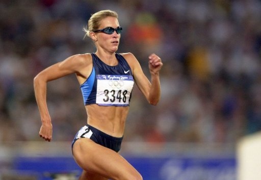Suzy Favor Hamilton from the US runs in the women's 1500m semifinals on September 28, 2000, in the Sydney Olympic Games