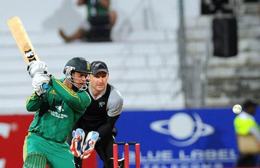 South African batsman Quinton de Kock (L) hits the ball on December 21, 2012