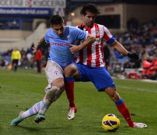 Atletico Madrid's forward Diego da Silva Costa (R) vies with Celta's defender Hugo Mallo (L) on December 21, 2012