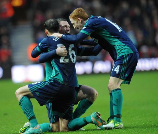 Sunderland's Steven Fletcher (L) celebrates scoring with Craig Gardner (2nd L) and Jack Colback on December 22, 2012