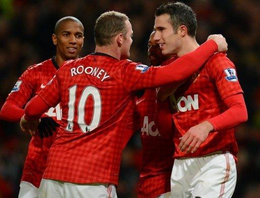 Man United's Wayne Rooney (C) and Robin van Persie (R)  at Old Trafford on December 15, 2012.