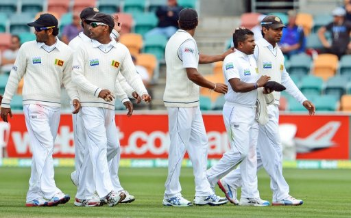 Sri Lankan bowler Rangana Herath (2nd R) is congratulated by teammates, in Hobart, on December 17, 2012