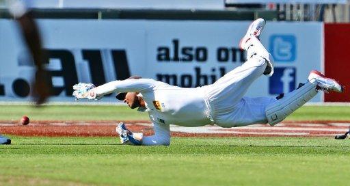 Sri Lankan wicketkeeper Kumar Sangakkara drops a catch in the second Test against Australia on December 26, 2012