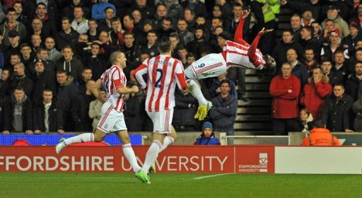 Stoke's Kenwyne Jones (R) celebrates with Geoff Cameron (C) and Jonathan Walters in Stoke-on-Trent, on December 26, 2012