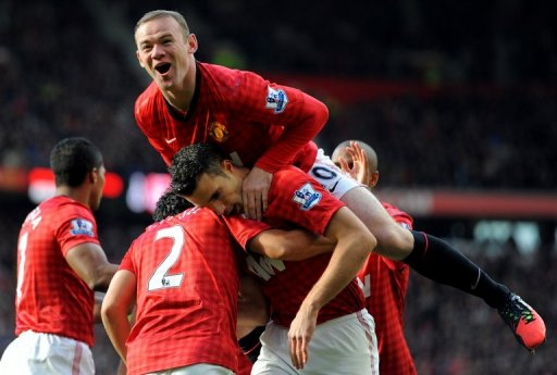 Manchester United's Wayne Rooney (up) celebrates with Robin van Persie (C) at Old Trafford on November 3, 2012