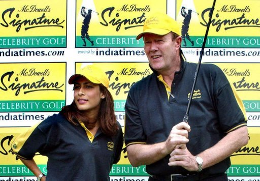 Ex-England cricket captain Tony Greig (R) with former Miss India Nafisa Joseph in Bangalore on September 12, 2003