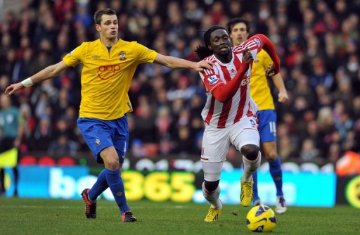 Southampton's French midfielder Morgan Schneiderlin (L) vies with Stoke City's Trinidadian striker Kenwyne Jones (R)