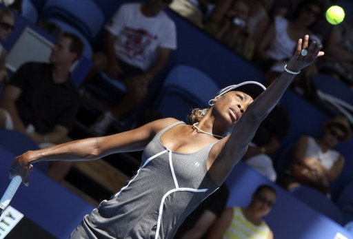 Venus Williams serves during a women's singles match at the Hopman Cup in Perth on December 30, 2012